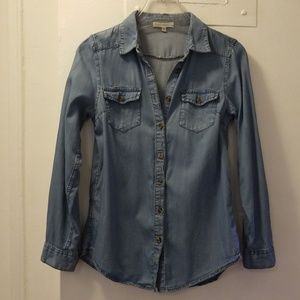 Distressed fitted denim button down shirt Small